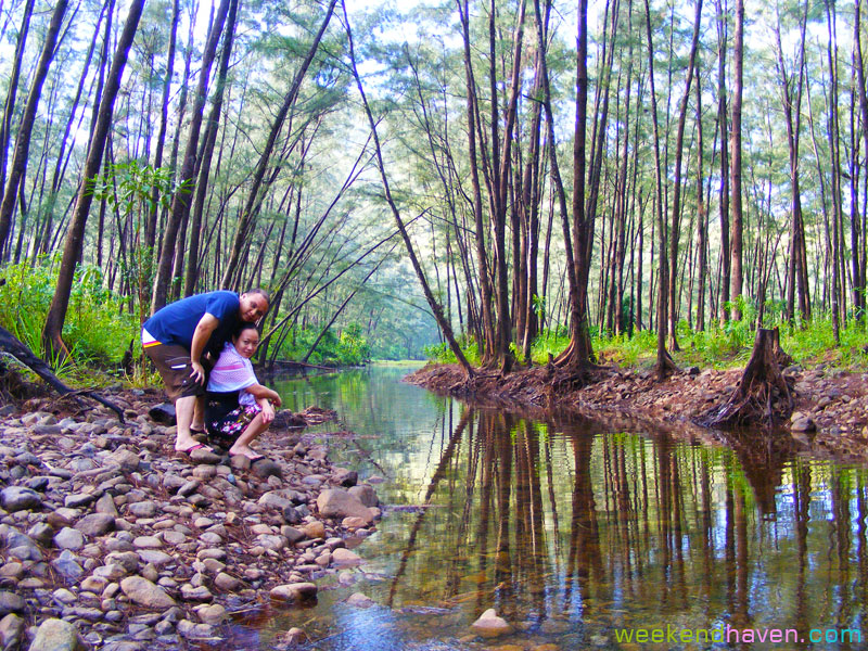 lovers in Anawangin stream