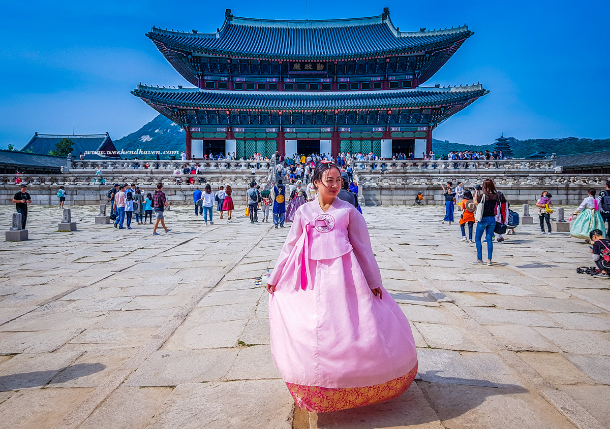Hanbok rental at Gyeongbokgung Palace